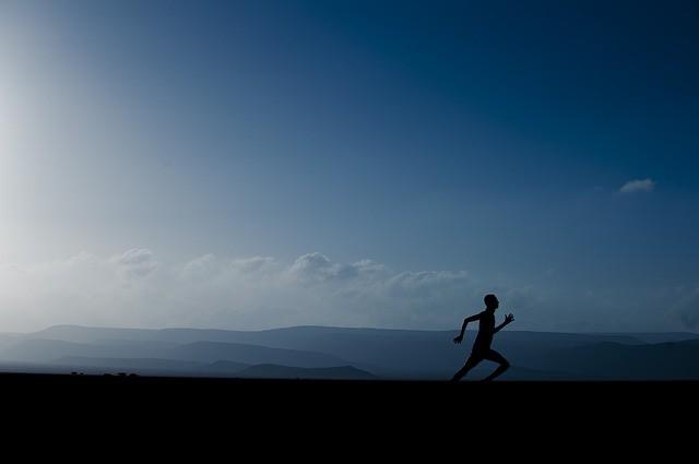 Homme en train de courir.