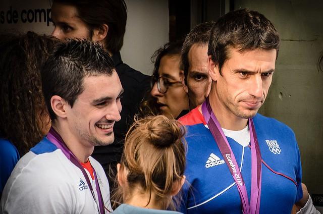 À droite, Tony Estanguet, triple champion olympique de canoë-kayak, lors des Jeux olympiques de Londres en 2012.
