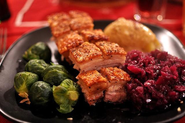 Recette de Noël équilibrée à base de légumes et de viandes.