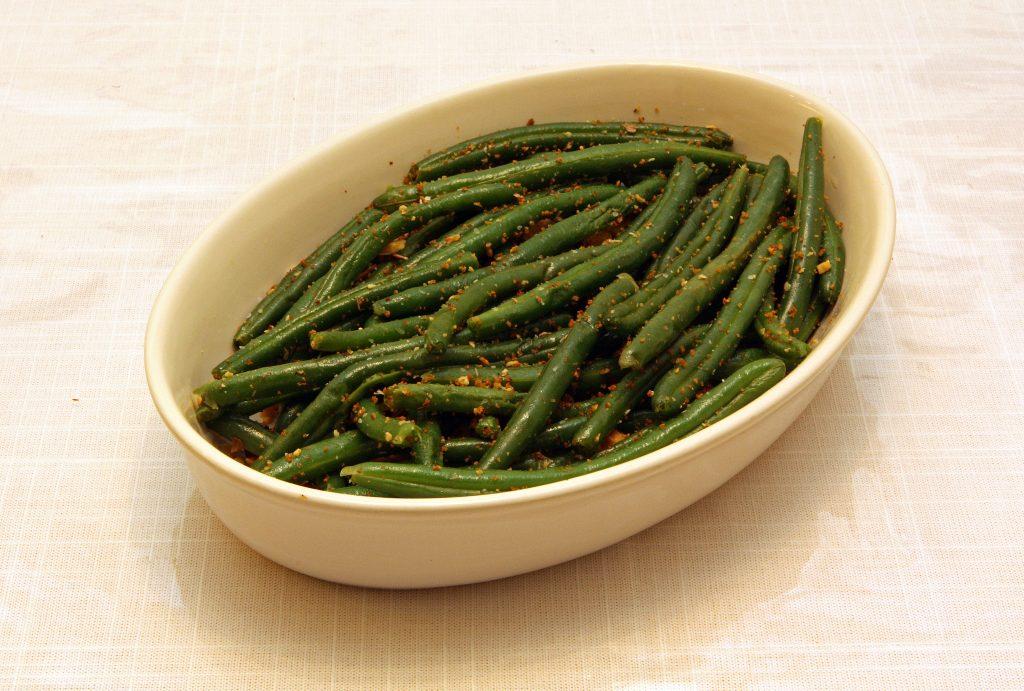 haricots verts avec un filet d'huile d'olive
