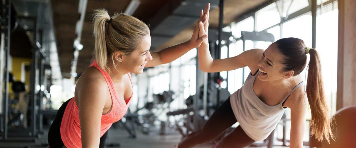 2 femmes se donnent de la motivation