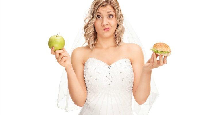Une femme lutte contre ses envies pour perdre du poids avant son mariage