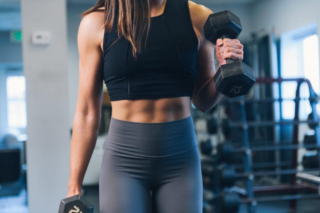 Programme renforcement musculaire haut du corps : curl marteau