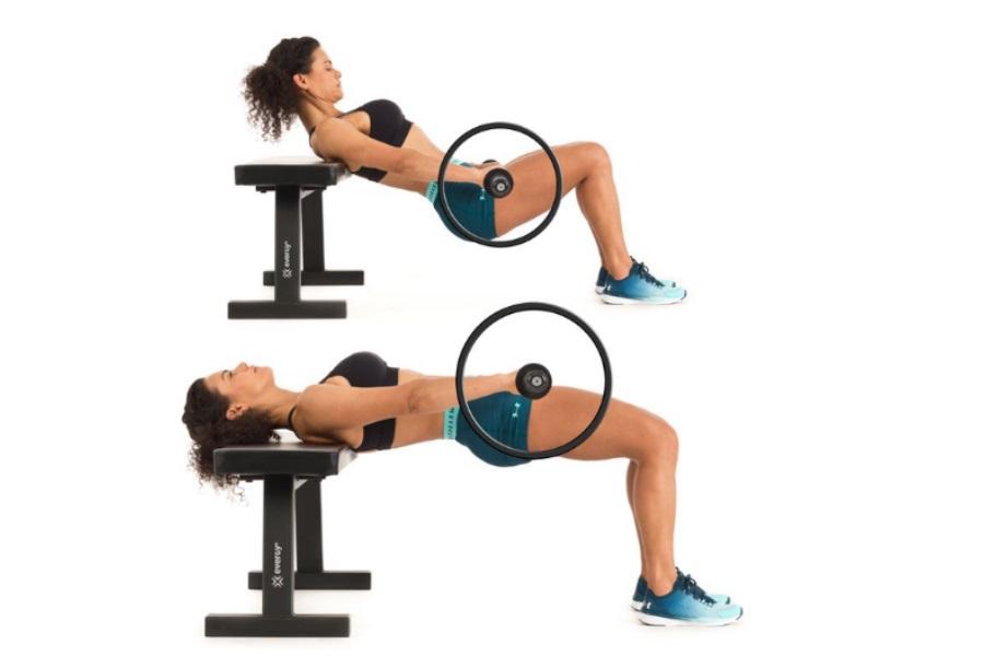 Préparation physique générale : une femme faisant du hip trust