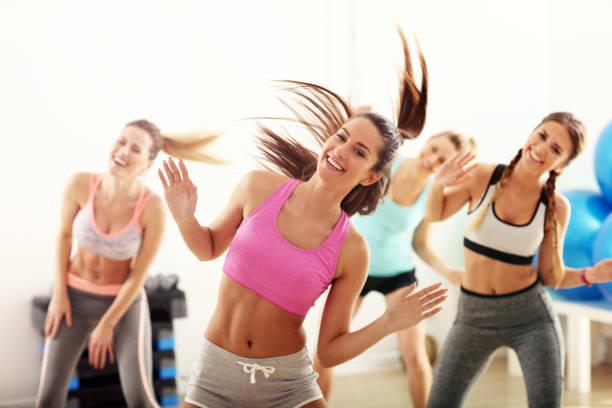 4 femmes qui danse