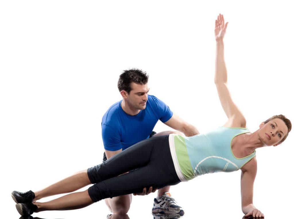 core-training : une femme renforce ses obliques