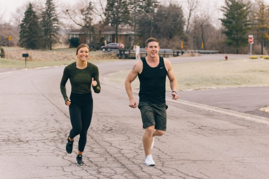 Un couple en plein running