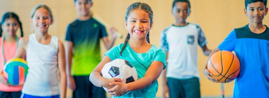 Cours de sport avec un groupe d'enfants