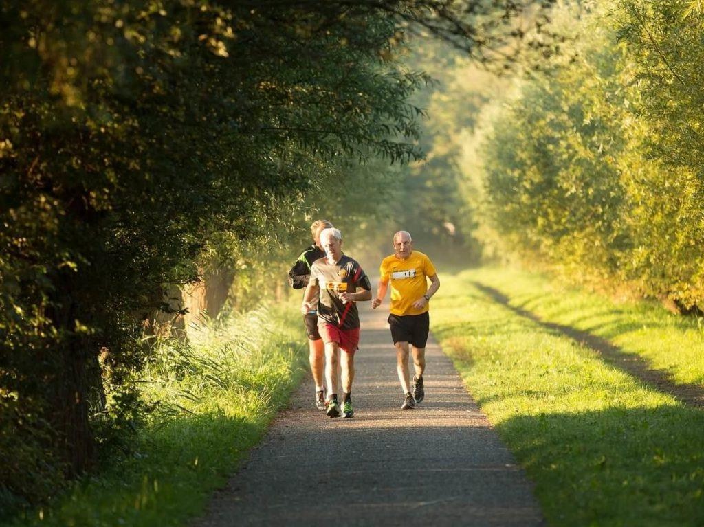 3 seniors en train de faire du running