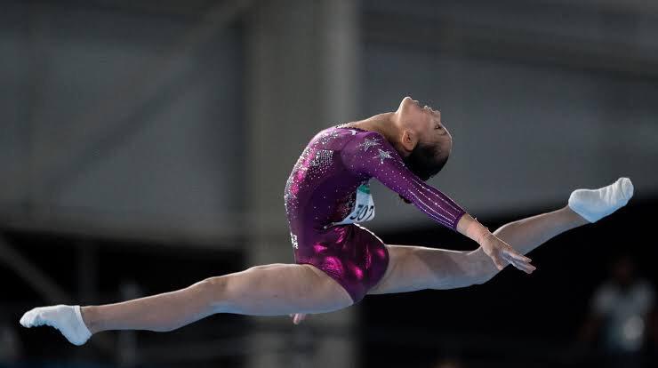 Une compétitrice de gymnastique