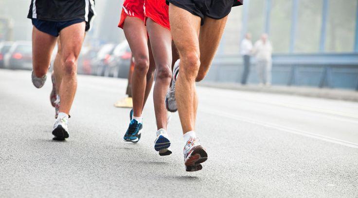 des runners essayant d'améliorer leur technique en course à pied