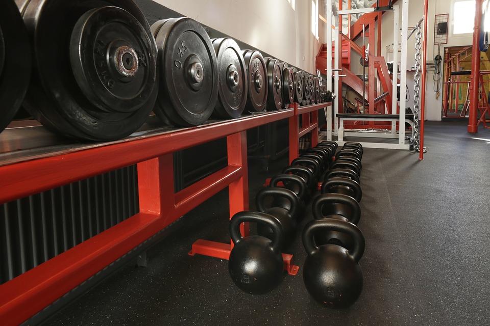 Un rak de poids de musculation