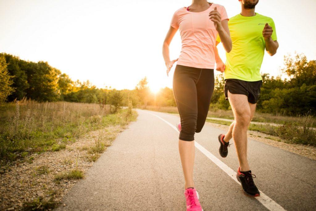 Un couple fait du running pour lutter contre le cancer