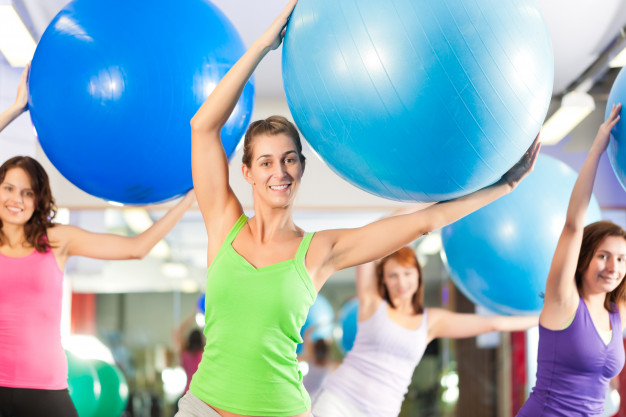 Séance de fitness avec swissball