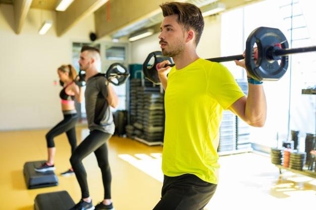 matériel de fitness utilisé en séance de body pump