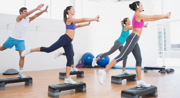 Groupe pratiquant un cours de body balance