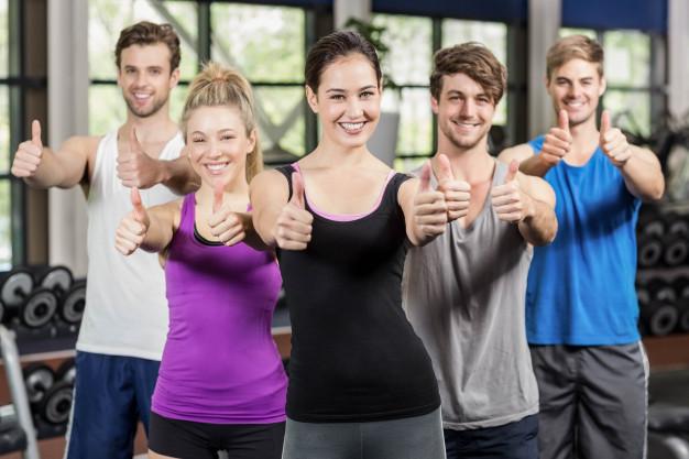 Groupe de personne en séance de fitness