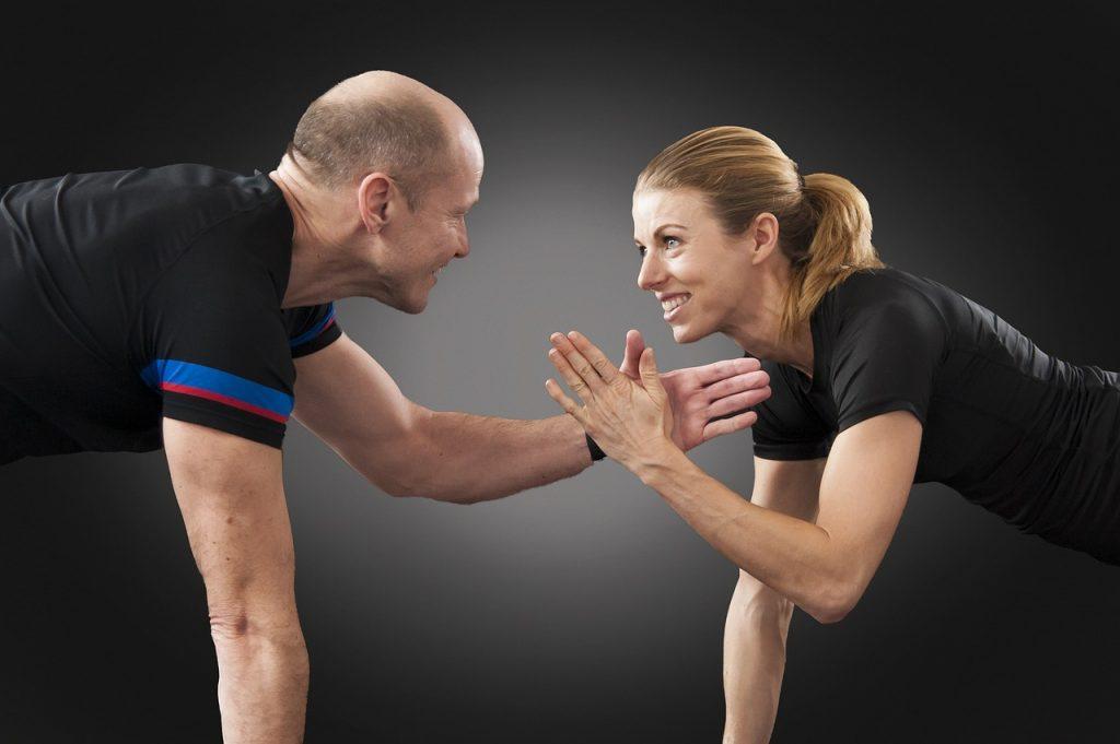 Un couple se motive pour s'entrainer