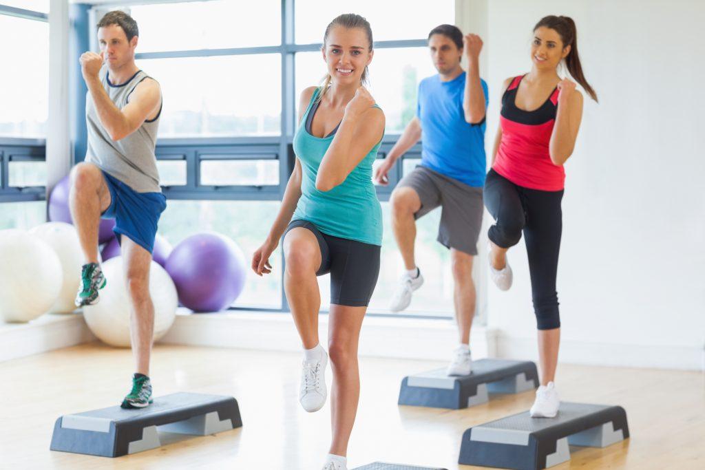 Le step matériel de fitness
