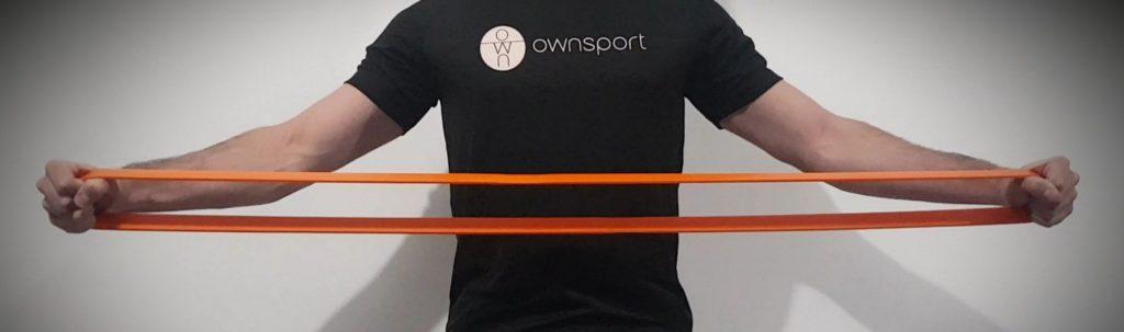 Un coach Ownsport fait une séance avec élastiques