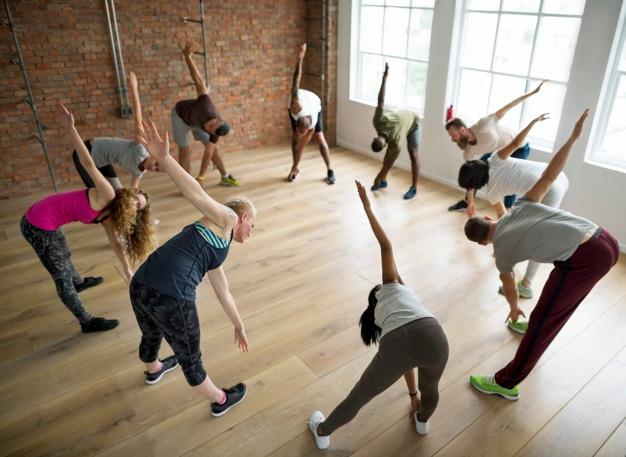 Cours collectif de fit dance pour mêler danse et fitness