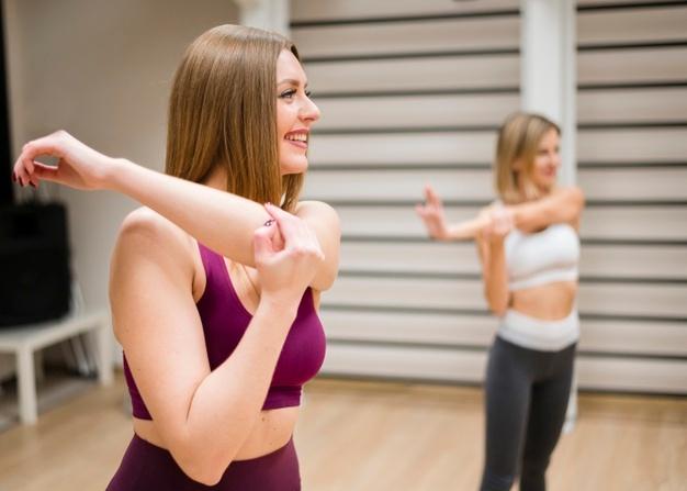 échauffement fitness avant un cours de fit dance
