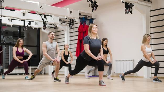 Un groupe de sportif profite des bienfaits du renforcement musculaire