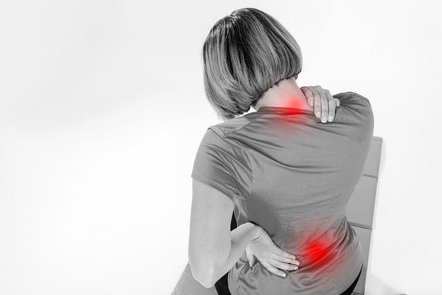 Femme souffrant de mal de dos suite à une séance de fitness