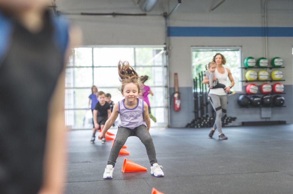 Des enfants pratique du sport comme remède à leur hyperactivité