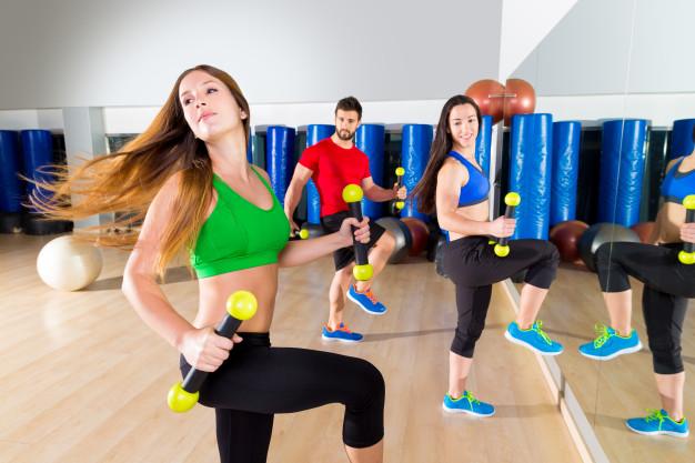 Séance de fitness avec haltère