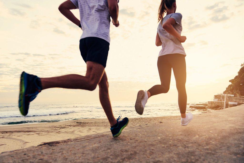 travail d'endurance en course à pied sur la plage