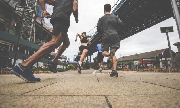 Runners qui s'entrainent pour les 10 km de Paris