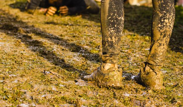 Courir dans la boue lors du Mud Day