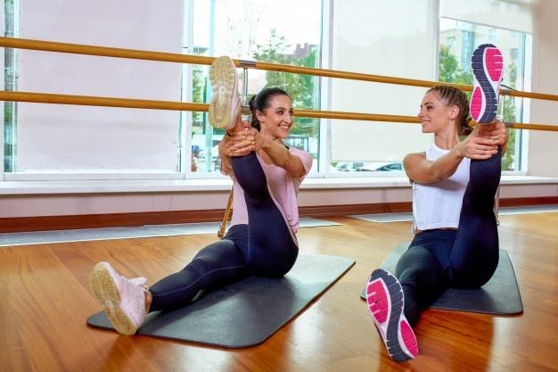 étirements pour s'échauffer avant une séance de fitness