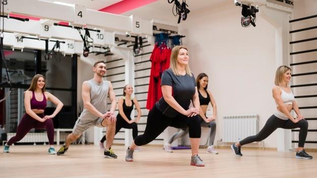 exercices de stretching pour échauffement fitness