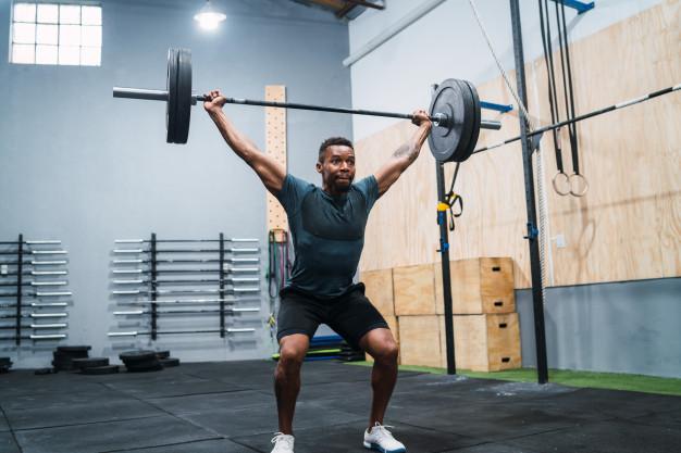 Un sportif limite les risques du cross training  en apprenant rigoureusement la technique des mouvements