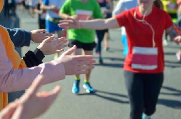 Participante d'un marathon en pleine épreuve