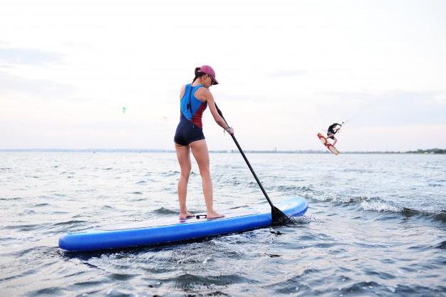 faire du paddle pour améliorer sa proprioception et son équilibre