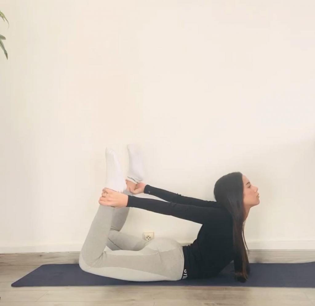 la posture de l'arc : un exercice de yoha bien connu