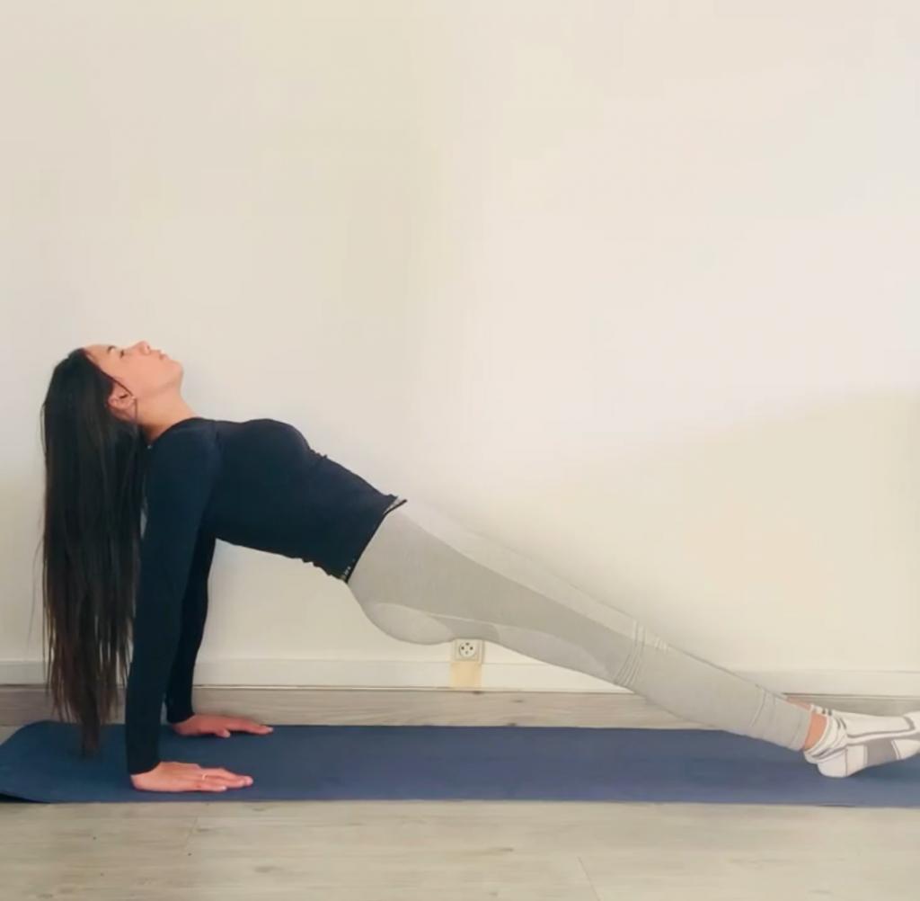 posture de la planche inversée : étape 2