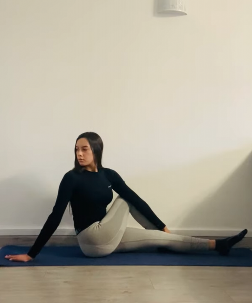 la posture de la torsion : étape 3