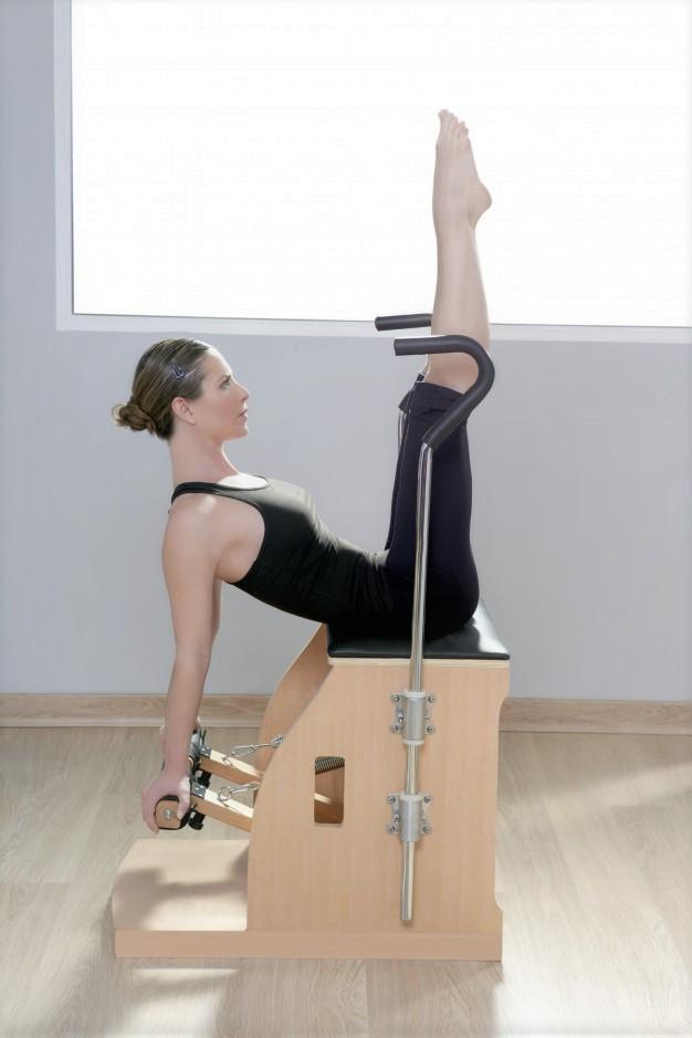 relevé de jambe sur chaise de pilates