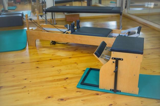 chaise de pilates et reformer en studio pilates
